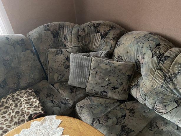 Sofa + 2 pufy