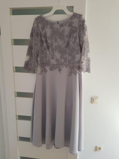 Sprzedam suknię rozmiar 40/42 (M/L)