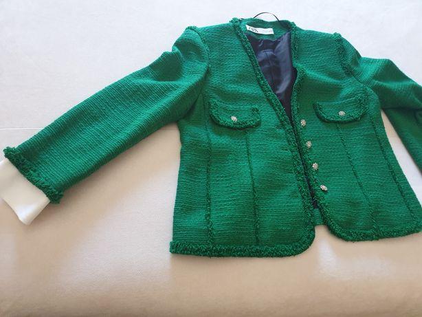 Blaser verde Zara