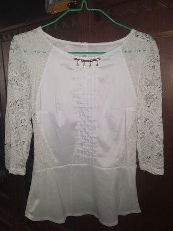 Біла мереживна блузка