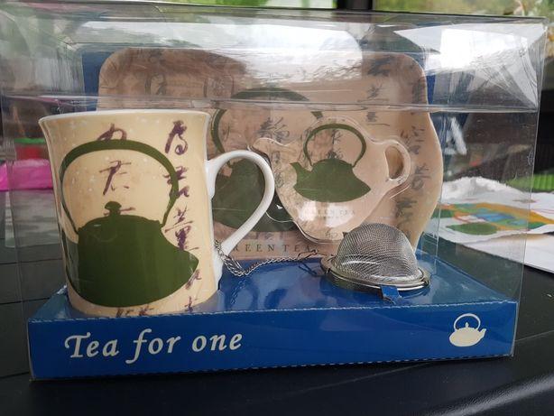 Набір до чаю (чашка, ситечко і т.д.)