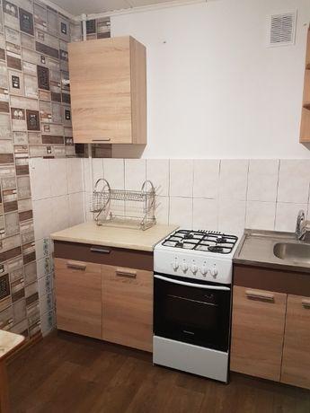 Продам трехкомнатную квартиру на Песках