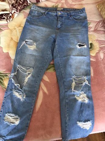 Женские джинсы МОМ с рваностями