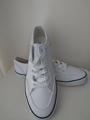 Sneakersy Pier One