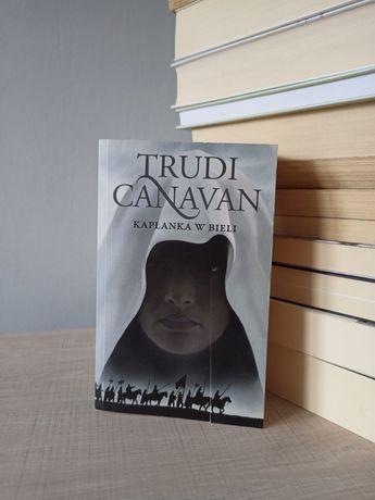 Trudi Canavan Kapłanka w bieli kieszonka