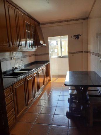 Apartamento T3 na Rua Doutor Maximiano De Lemos