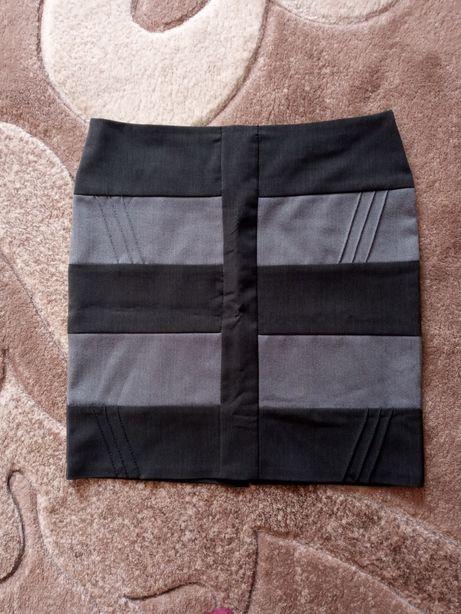 Віддам нарядну жіночу молодіжну юбку 46/48 розмір