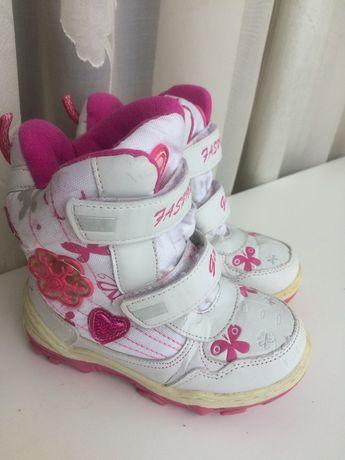 Ботинки на девочку бело-розовые 26 р