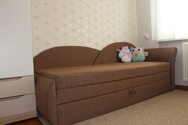 Rozkładana wersalka, tapczan, sofa.