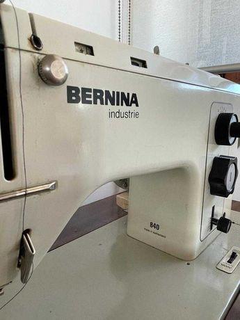 Máquina de costura Bernina com todos os acessórios
