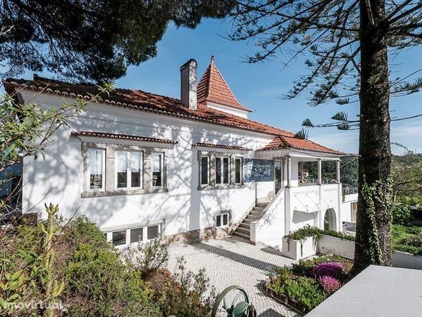 Moradia T4+1 para venda com piscina em Vale de Lobos - Si...