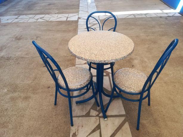 ACM732 - Mesas e Cadeiras