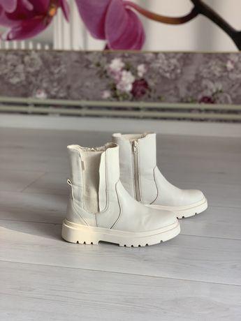 Zara трендове взуття черевики демі 34 розмір 21,5 см