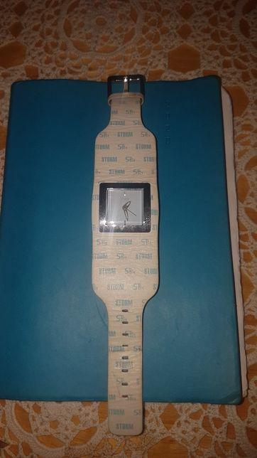 Relógio Storm com bracelete em pele