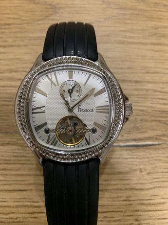 Продам женские часы Freelook