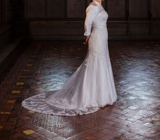 Piękna biała suknia z podpinanym trenem