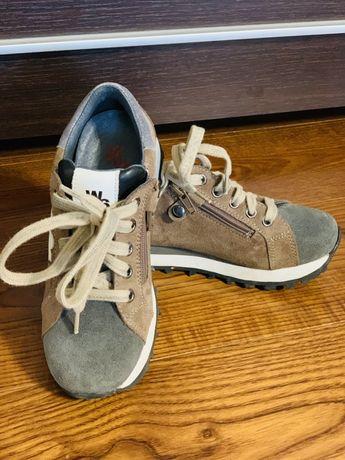 Продам детские замшевые кроссовки р.31(19,5см)