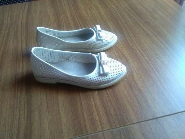 Туфлі для дівчинки