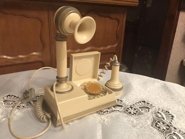 Zabytkowy telefon