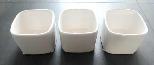 Osłonki / doniczki x3 ceramiczne, szkliwo, złamana biel/kość słoniowa