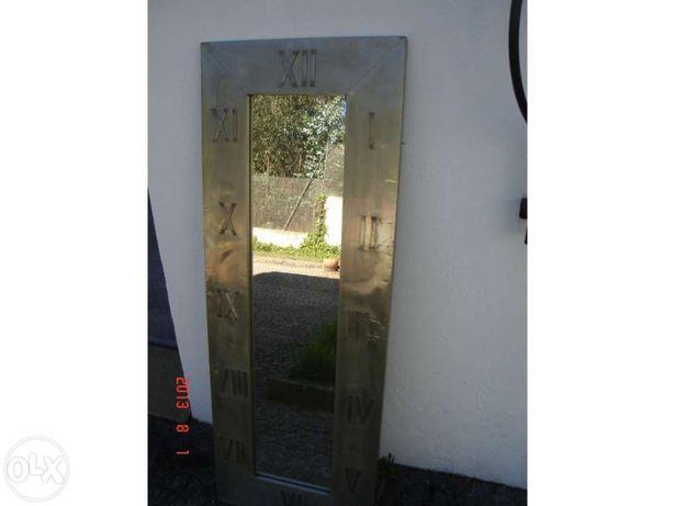 Espelho antigo com numeração romana