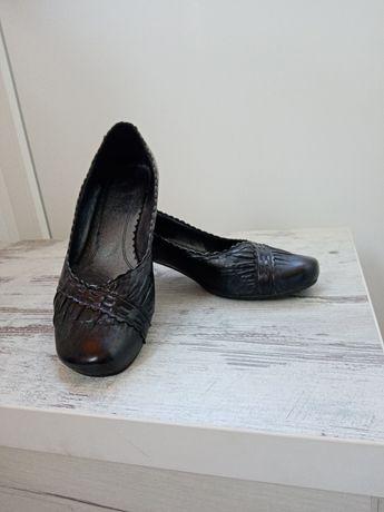 Туфли кожаные( на маленьком каблуке)