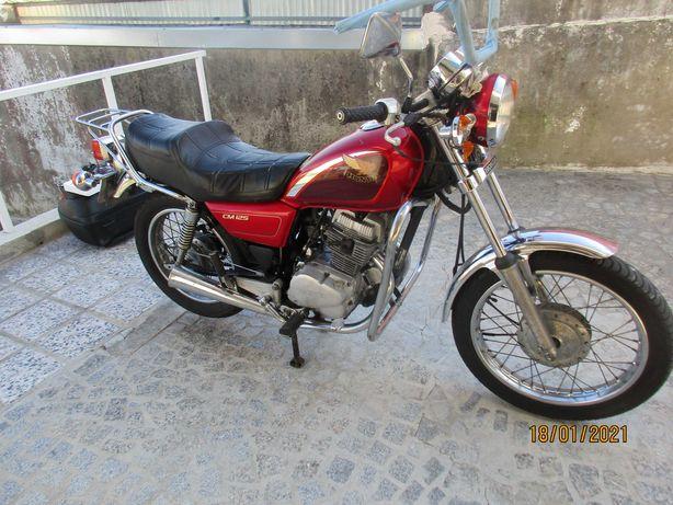 Honda CM 125 2 cilindros e 2 escapes
