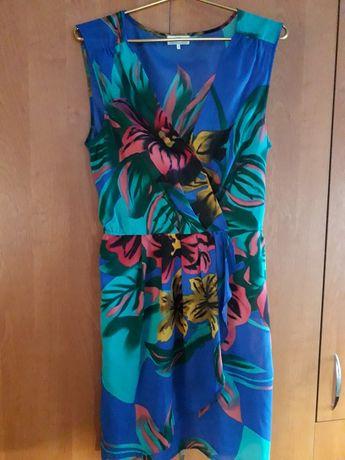красивое платье в хорошем состоянии.