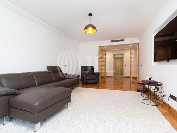 Apartamento T5+1 mobilado e equipada com 2 lugares de gar...