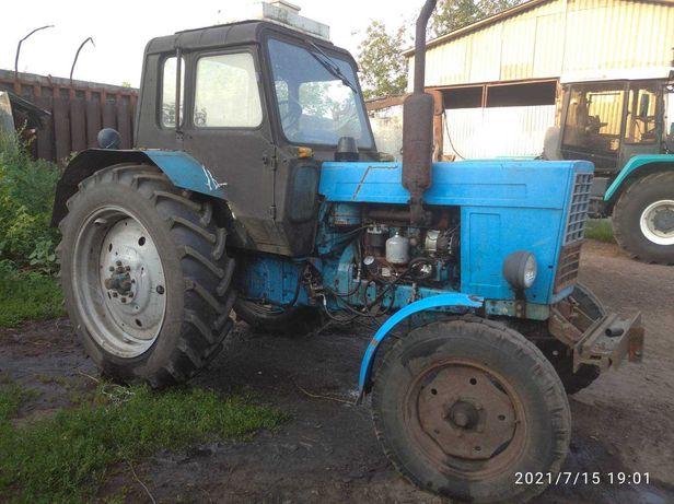 Трактор МТЗ 80 .