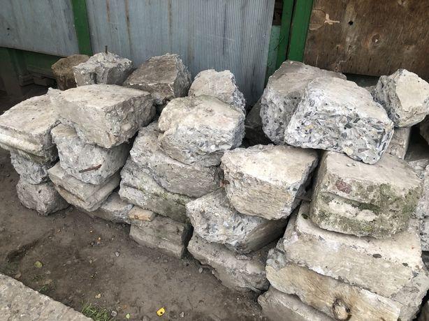 Бетонний камінь