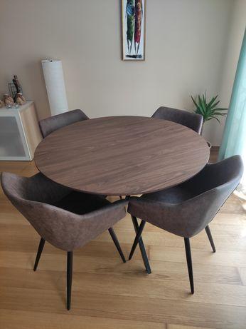 Mesa redonda e cadeiras de refeição