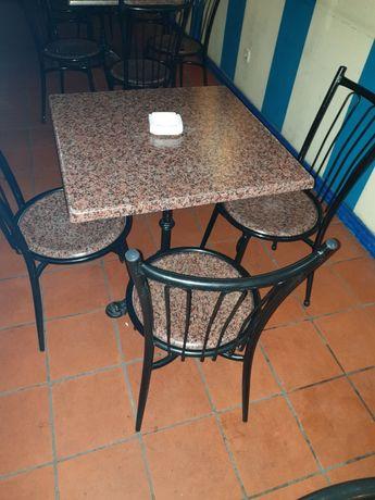 Mesas e cadeiras para restauração