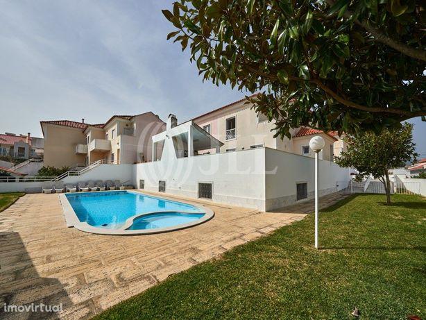 Moradia T4+1 em condomínio privado com jardim privativo e...