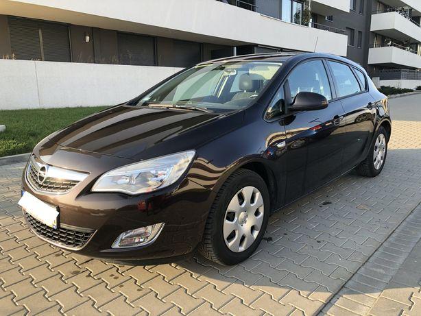 Opel Astra J 2011r. 1.6 benzyna 115 KM, 2 komplety kół,przebieg 130tys