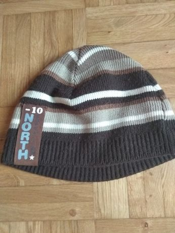 brązowa czapka jesienno-zimowa w pasy