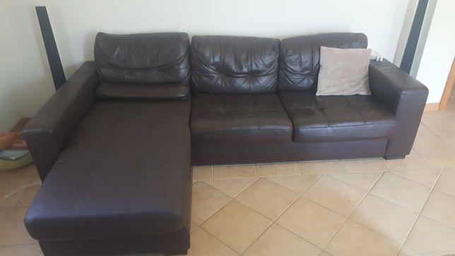 Sofa cama castanho com chaise long