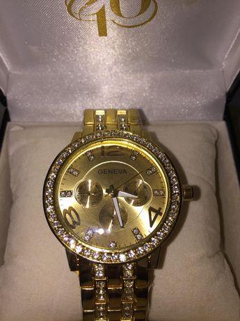 Наручные золотистые часы ролекс