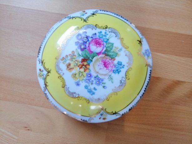 Porcelanowa szkatułka