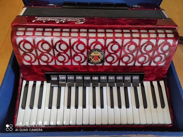 Akordeon Royal zamiana na akordeon 96 basów.