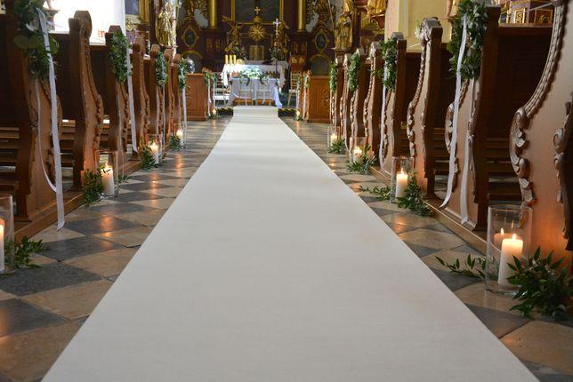 Biały dywan 20m, złote krzesła chiavari, latarnie, dekoracja kościoła