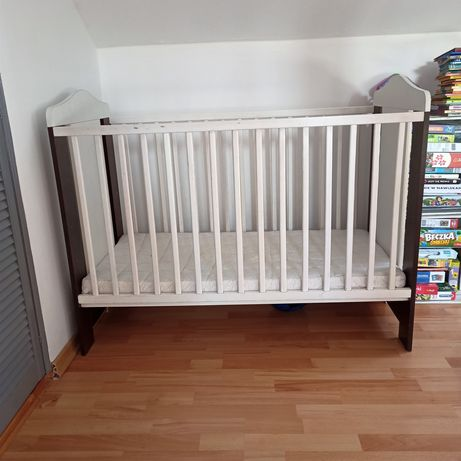 Łóżeczko niemowlęce plus materac