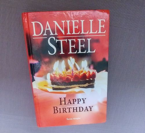 Książka Happy Birthday Danielle Steel