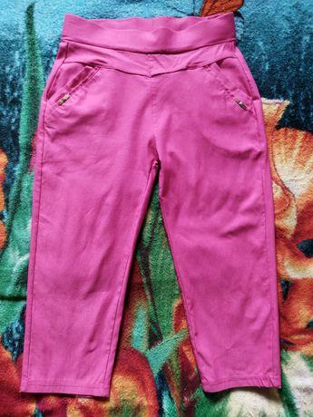Стрейчевые шорты ниже колена