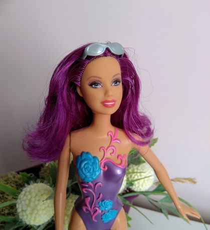 Коллекционная Барби с фиолетовыми волосами и набором для макияжа