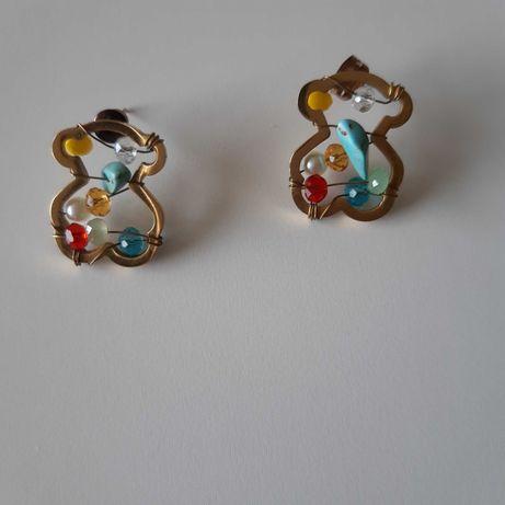 Brincos dourados forma urso com pedras várias cores