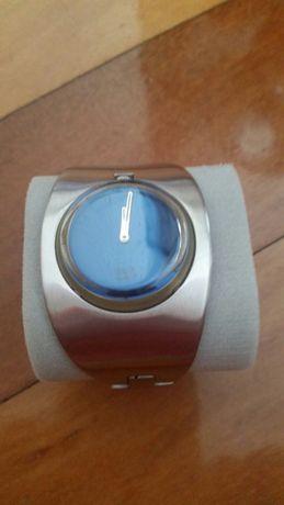 Relógio bracelete em inox
