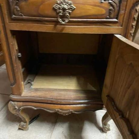 Conjunto de mesas de cabeceira estilo Queen Anne