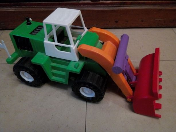 Игрушки Робот,трактор