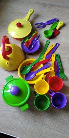 Продам детскую посуду.